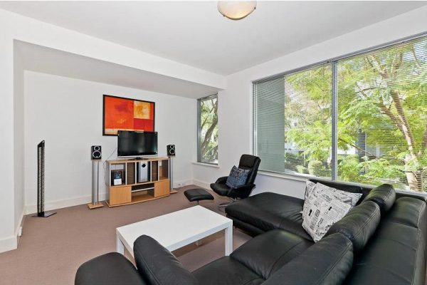 Perfect Tranquil Garden Court Apartment!